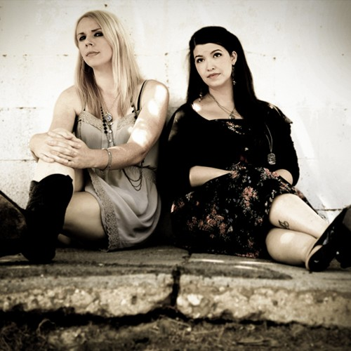 Vanessa Olivarez and Elizabeth Elkins, the singers from Granville Automatic